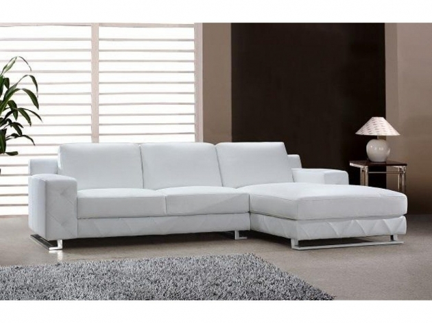 White Leather Sectional With Chaise Image 11