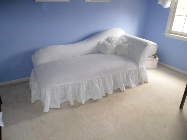 White Chaise Lounge Slipcover Indoor Berber Carpet With White Baseboard Pictures 97