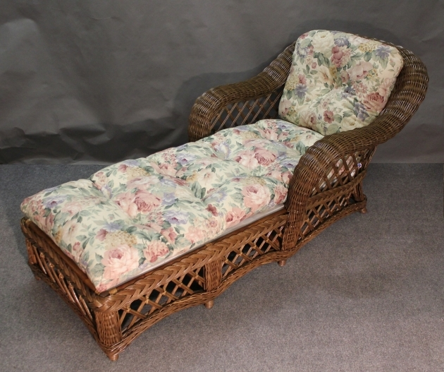 Wicker Chaise Lounge Cape Cod Pic 00