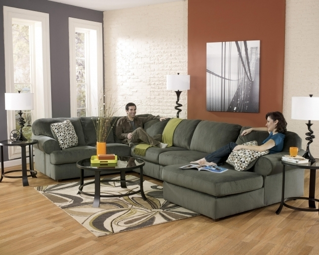 Signature design ashley furniture sectional sofa with for Ashley sofa with chaise