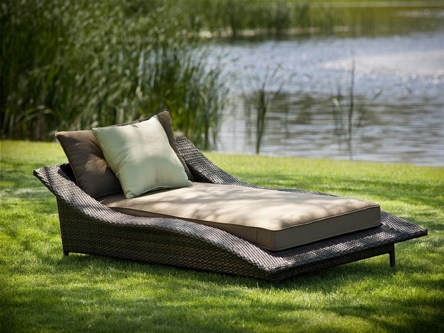 Wicker Chaise Lounge Outdoor Patio Furniture  Images 02