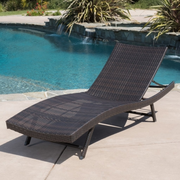 Wicker Chaise Lounge Raleigh Single Photo 77