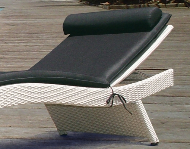 White Wicker Chaise Lounge With Outdoor With Cushions Image 40